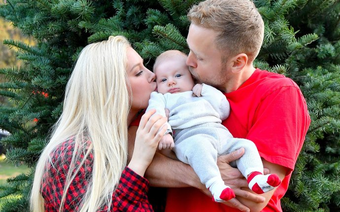 Baby gunners frist christmas heidi montag spencer pratt go tree shopping pp