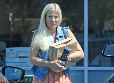 Tori Spelling Wedding Ring Gone Bare Face