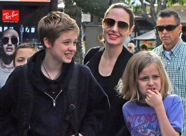 Angelina jolie kids christmas shop brad pitt custody war