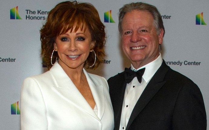 Reba mcentire boyfriend kennedy center honors cher