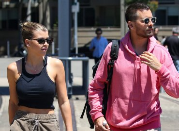 Sofia richie uncomfortable kourtney kardashian scott disick pics
