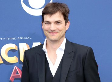 Ashton kutcher phone number texts fans mila kunis selfie