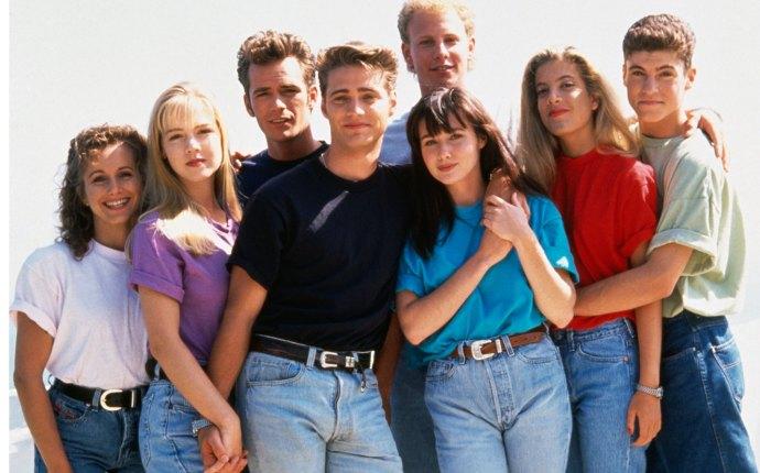 90210 reboot fox tori spelling jason priestley luke perry