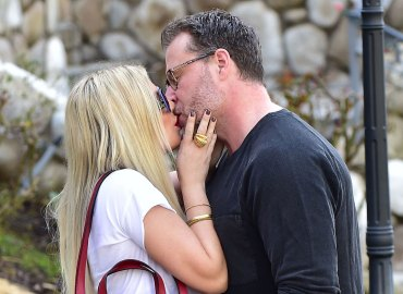 Tori spelling dean mcdermott PDA money problems