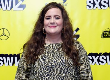 Aidy bryant calls herself fat snl shrill hulu