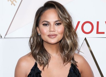 Chrissy teigen twitter slams troll fatty weight gain