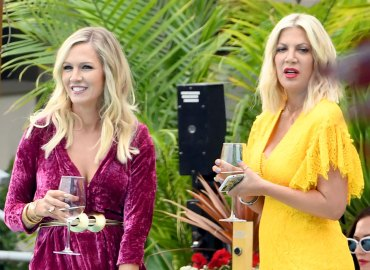 Tori spelling jennie garth bh90210 filming photos