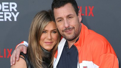 Jennifer aniston adam sandler cuddle murder mystery red carpet