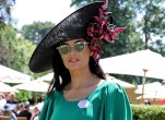 Demi Moore green dress hat