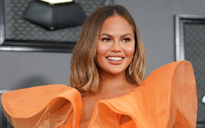 Chrissy Teigen Accidentally Insults Katy Perry's 'Firework' at Inauguration