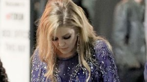 Lisa Marie Presley Says Manager Left Her Broke thumbnail