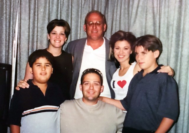 Kelly Clarkson With Her Family in cluding Dad